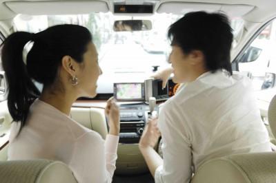 車内のカップル